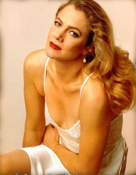 Kathleen turner sweet boobs in person signed pic sexy